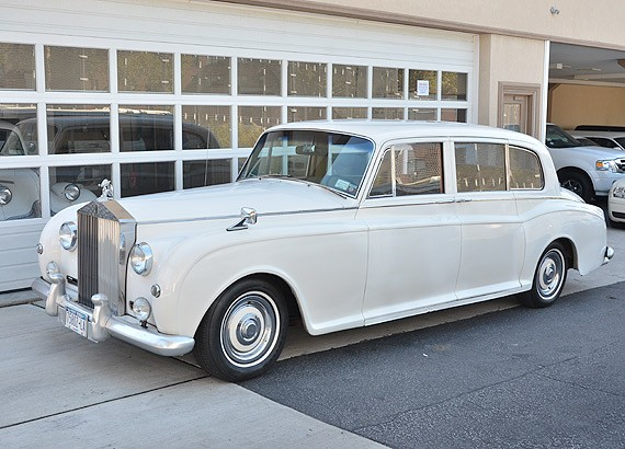 Cheap Luxury Cars >> WOW! 1956 Rolls Royce vintage limo rental for weddings